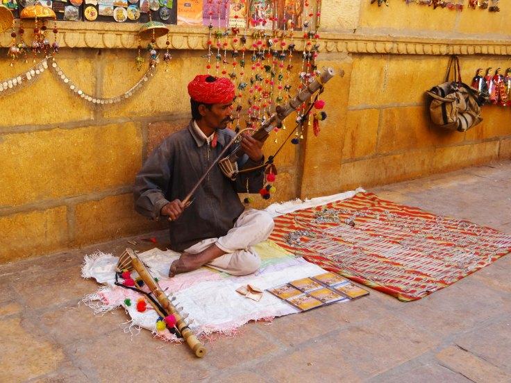 019 Desert Violin (Jaisalmer, Rajasthan, India)